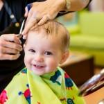 Strzyżenie włosów dziecka w salonie fryzjerskim