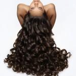 nowoczesne włosy loczkowane